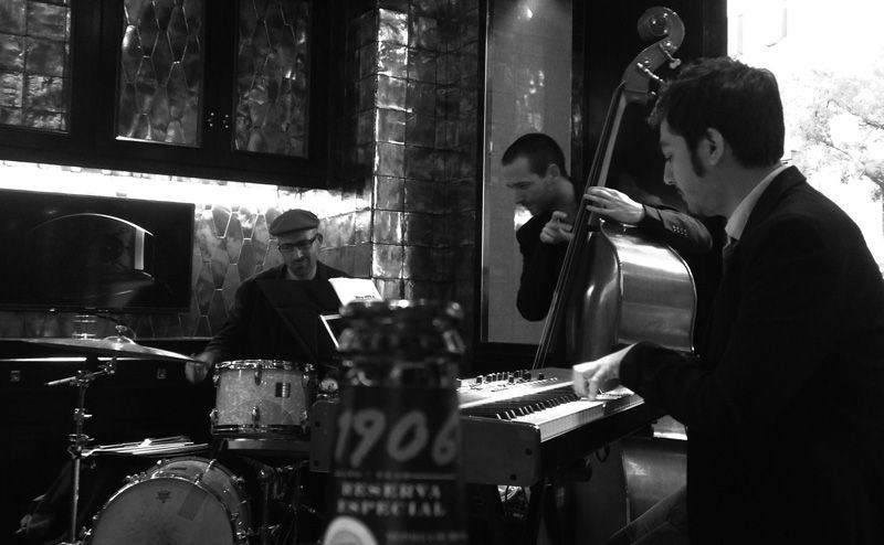 David Gonzalez Trio en directo en Complications Bar Madrid