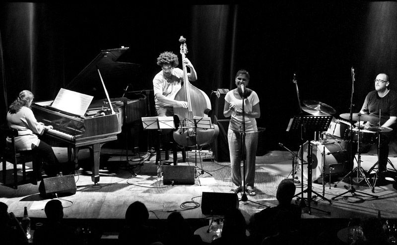 Dani y Debora Gurgel Quartet en Jimmy Glass el 11 de octubre de 2014